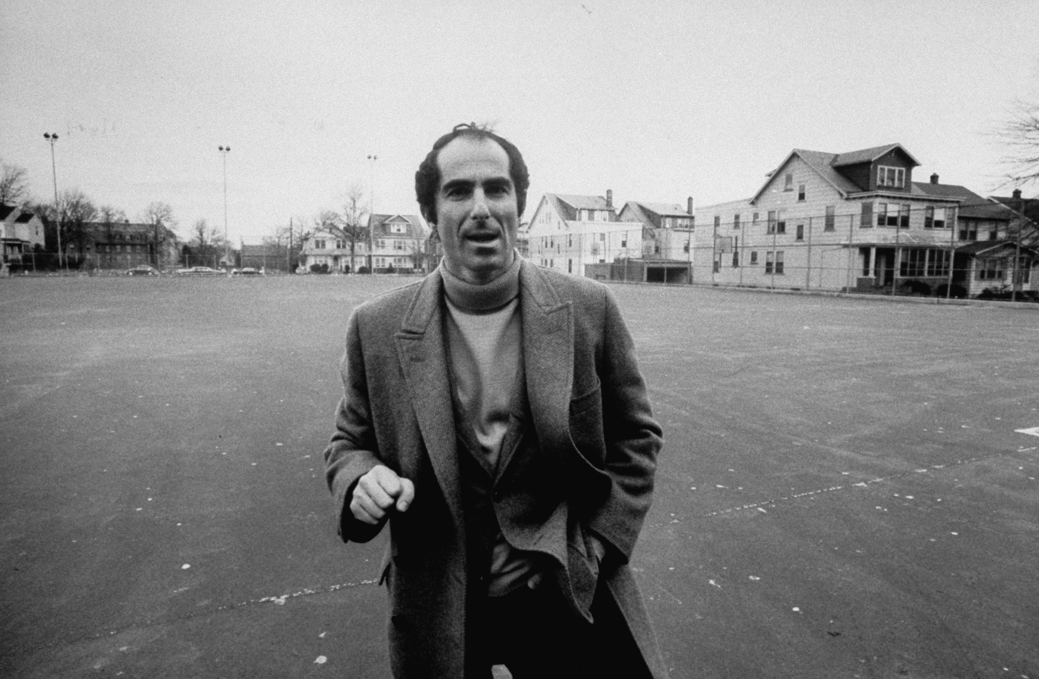 小說家菲利普‧彌爾頓‧羅斯(Philip Milton Roth)生於 1933 年 3 月 19 日,於 2018 年 5 月 22 日逝世。